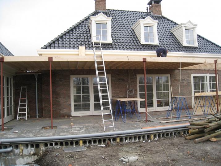 Terrasoverkapping veranda overkapping terras van vrijstaande woning aannemersbedrijf - Terras eigentijds huis ...